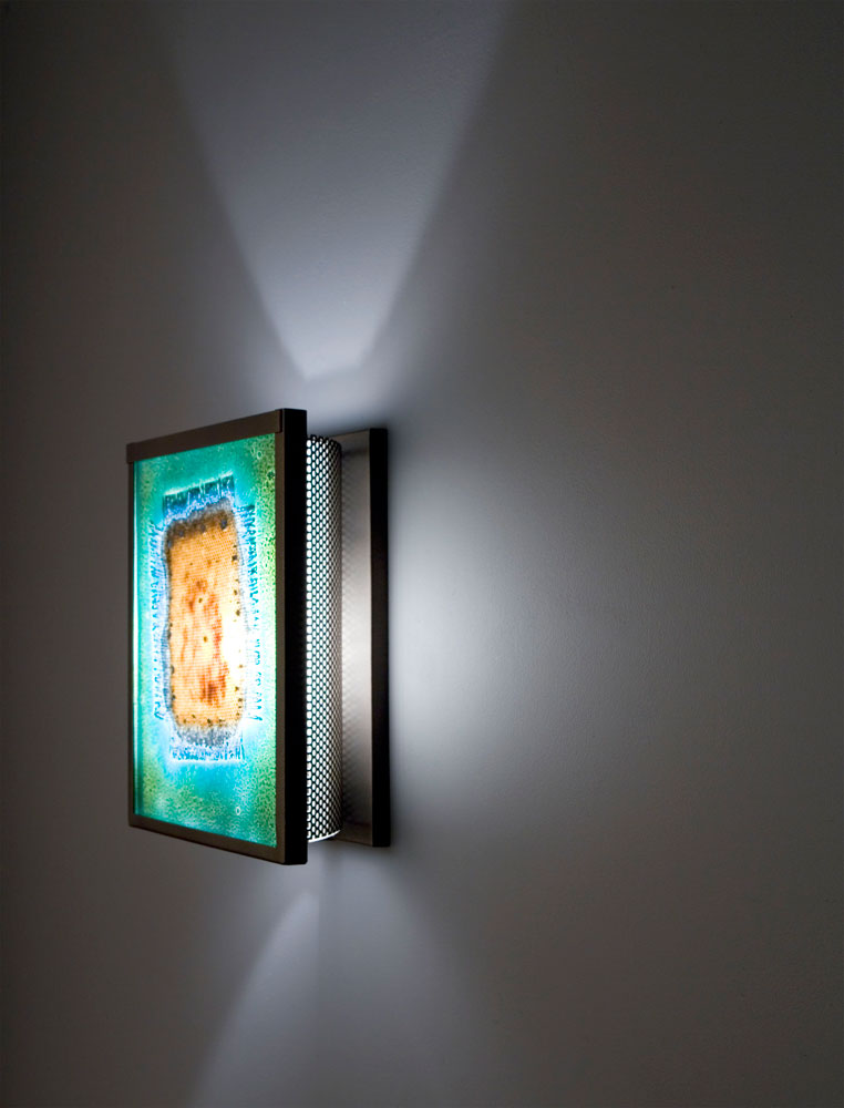 Shown in Bronze with Green Mesh glass selection and light diffuser.